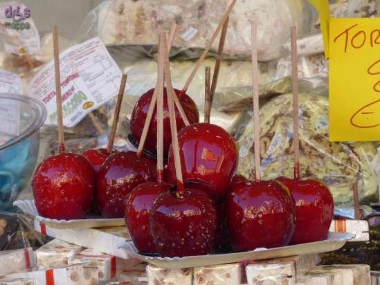 20141209 Mele caramellate bancarelle Santa Lucia Verona