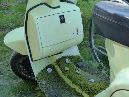 20140608 Vespa tappettino erba Verona