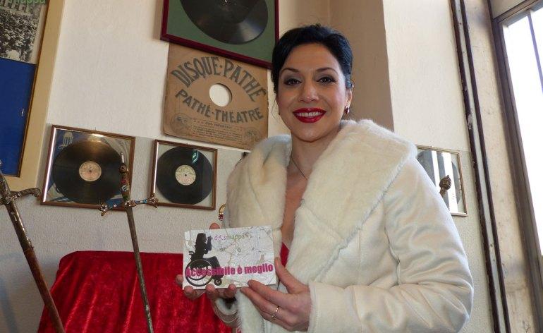 La soprano albanese Alisa Katroshi testimone di accessibilità per dismappa