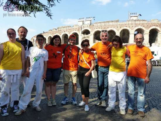 I componenti della compagnia Drum Theatre e alcuni operatori de La Grande Sfida testimoni di accessibilità per dismappa