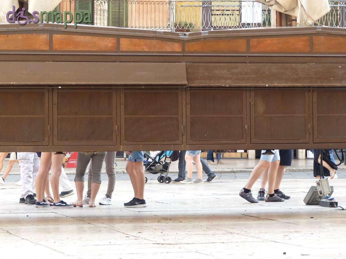 20150620 Bancarelle Piazza delle Erbe Verona dismappa 452