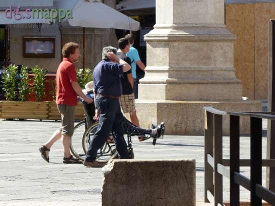 20150620 Turisti carrozzina Piazza Dante Verona dismappa 374