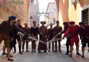 Dopo la rievocazione storica della lite tra Montecchi e Capuleti (interpretati dall'Accademia Cangrande della Scala) sedata dal Principe di Verona (Solimano Pontarollo) ecco i protagonisti testimoni di accessibilità per dismappa, con tanto di spade!