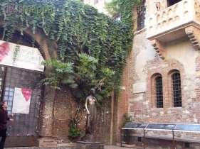 20150721 Giulietta Romeo Balcone Re Life dismappa Verona 62