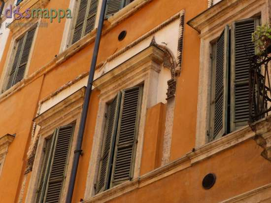 20150731 Finestre Palazzo Corso Porta Borsari 17 Verona dismappa