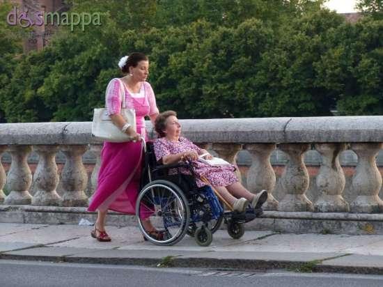 20150805 Anziana signora carrozzina Lungadige Verona dismappa