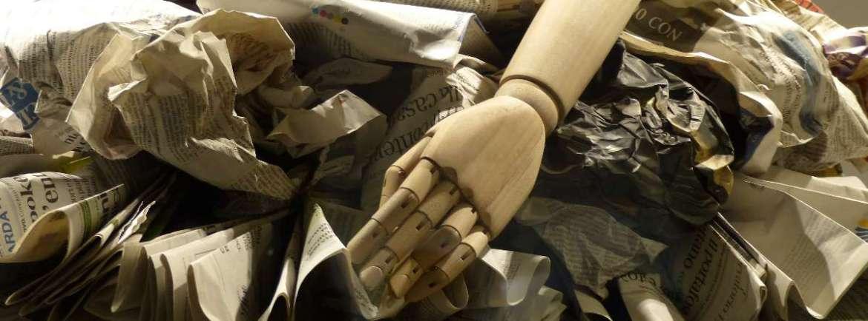 20151016 Vestito carta giornali manichino Verona dismappa 99