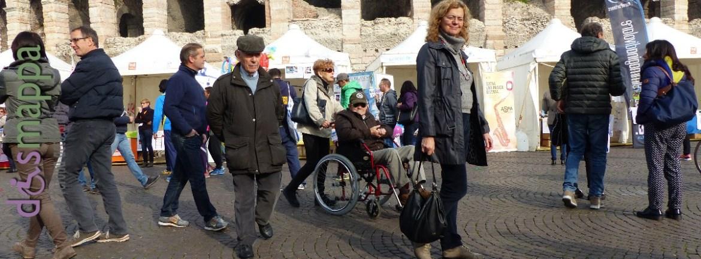 Signore disabile carrozzina Arena di Verona Marathon