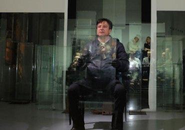 """Teatro Laboratorio di Verona sabato 9 aprile 2016, ore 20.45 L'uomo invisibile da H.G. Wells e E. Cioran di e con Paolo Musio Il testo esplora il tema dell'invisibilità come condizione nel mondo contemporaneo attraverso la narrazione del romanzo di Wells e il commento di Cioran dagli scritti """"L'inconveniente di essere nati"""" e """" La tentazione di esistere"""". Nel mese di aprile """"L'Uomo invisibile"""" comincia il viaggio attraverso l'Europa e toccherà, tra maggio e ottobre, Berlino, Istanbul, Parigi, Locarno, Caen, Atene, Monaco di Baviera."""