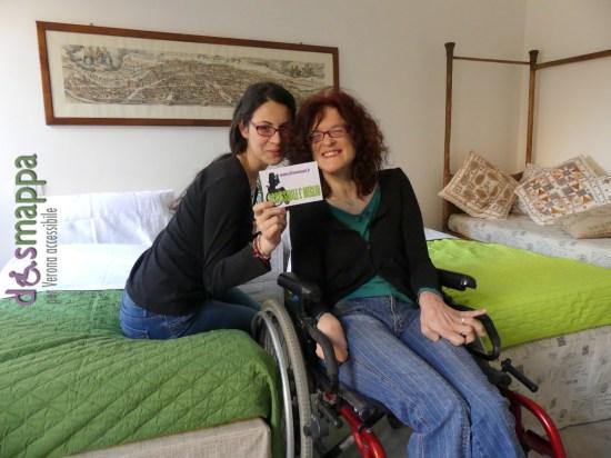 Adriana Belotti e Sara Moscogiuri, le prime ospiti che Casa disMappa di Verona ha avuto il piacere di ospitare esattamente a un mese dall'apertura, testimoni di accessibilità e testimonial della prima stanza dedicata esclusivamente ai turisti che si muovono in sedia a rotelle.
