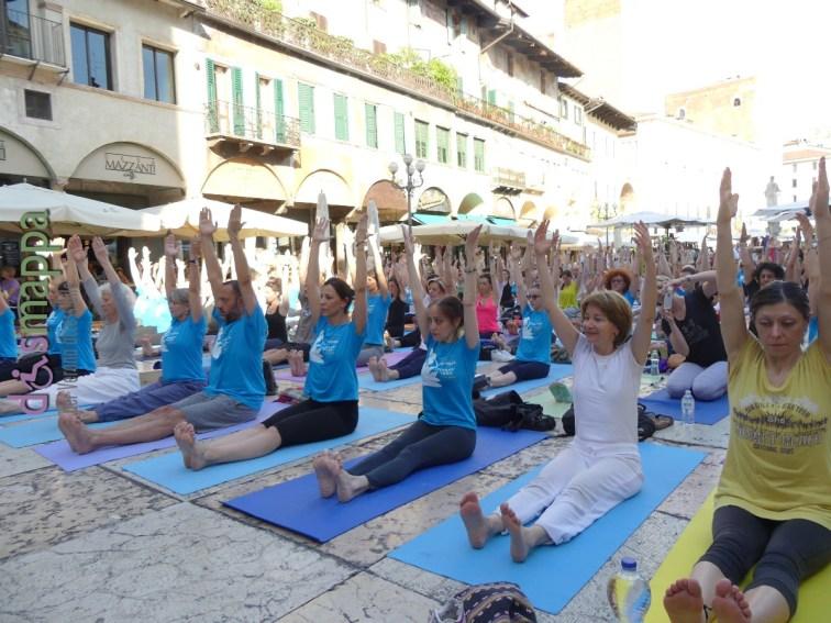 20160621 International Day Yoga Piazza Erbe Verona dismappa 1017