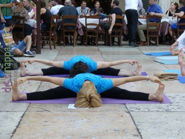 20160621 International Day Yoga Piazza Erbe Verona dismappa 1035