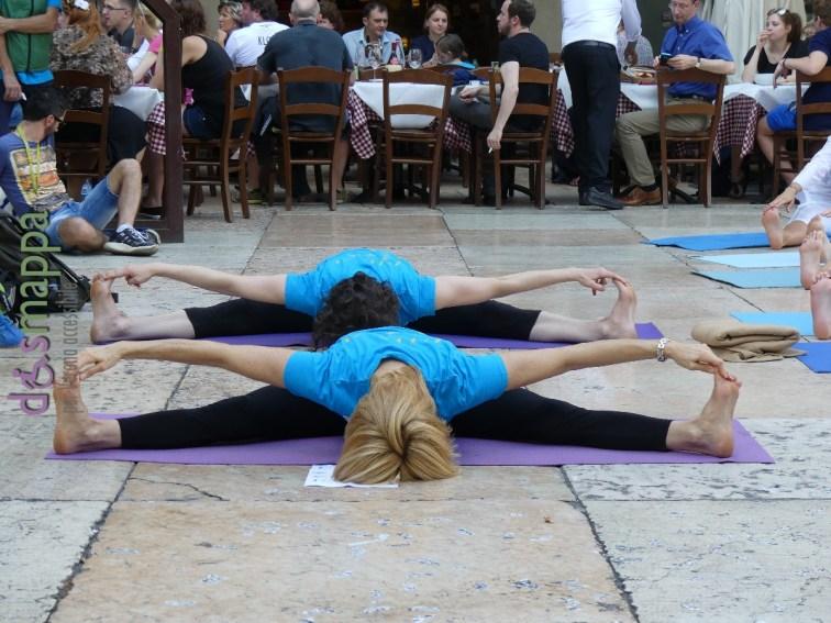 20160621 International Day Yoga Piazza Erbe Verona dismappa 1035