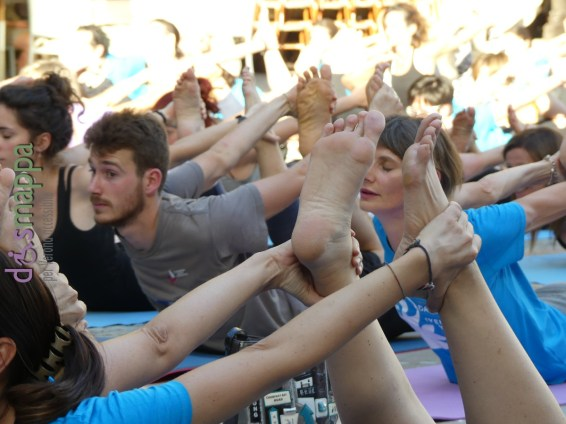 20160621 International Day Yoga Piazza Erbe Verona dismappa 1068