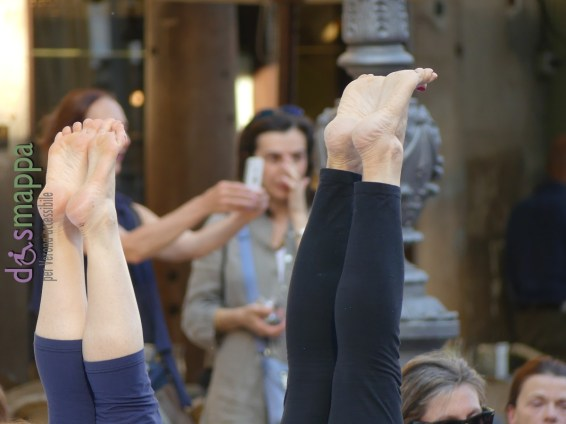 20160621 International Day Yoga Piazza Erbe Verona dismappa 1096