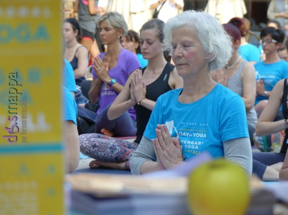 20160621 International Day Yoga Piazza Erbe Verona dismappa 1127