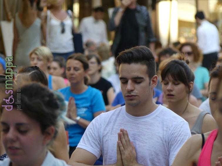 20160621 International Day Yoga Piazza Erbe Verona dismappa 1130