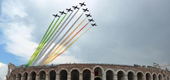 frecce tricolore sull'Arena di Verona - Foto Giorgio Marchiori