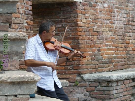 20160725 Violino Castelvecchio foto turisti Verona dismappa 88
