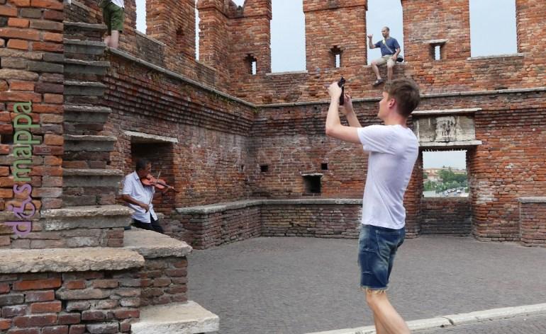 20160725 Violino Castelvecchio foto turisti Verona dismappa 90