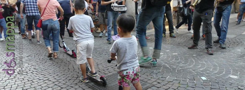 20160813 Turisti orientali monopattino Verona dismappa 10