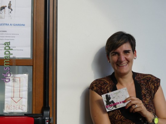 Anna Costantini, organizzatrice della sezione Moving Beyond Inclusion al Festival Oriente Occidente di Rovereto, testimone di accessibilità per dismappa durante Unlimited Workshop.