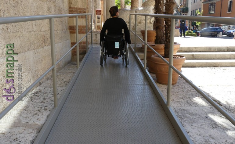 Disabile carrozzina rampa Duomo Verona
