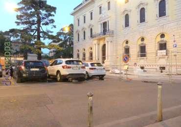 20170629 Parcheggi disabili eliminati Piazza Indipendenza 87
