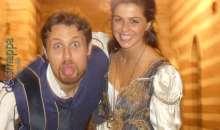Romeo fa le linguacce, Giulietta sorride
