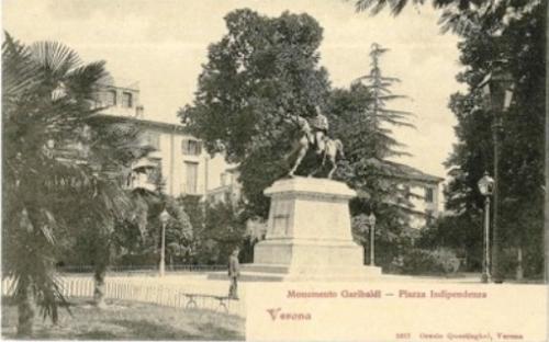 Il monumento a Giuseppe Garibaldi nei giardini di Piazza Indipendenza in una vecchia cartolina di Verona