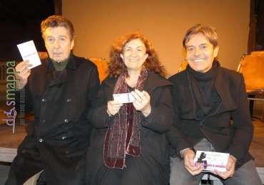 Il narratore dell'arte Carlo Vanoni, con il regista Gianmarco Montesano e Giulia Basel testimone di accessibilità per dismappa dopo la presentazione a Hostaria Verona del nuovo spettacolo teatrale Michelangelo e il pupazzo di neve, che debutta in prima nazionale stasera al Teatro Nuovo.