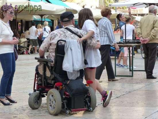 20150531 Abbraccio papa disabile carrozzina Verona dismappa 997