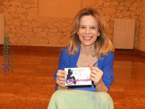 L'attrice Sonia Bergamasco testimone di accessibilità per dismappa dopo lo spettacolo L'uomo seme al Teatro Camploy di Verona