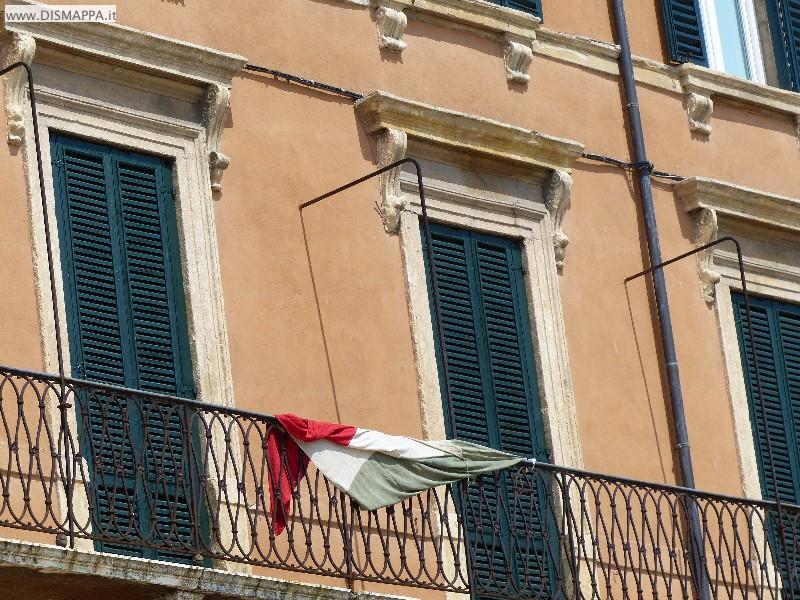 Arrotolata su balcone del Liston