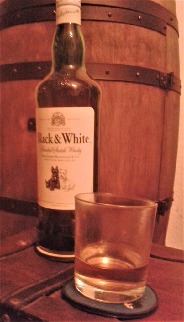 Ein pures Glas Black & White