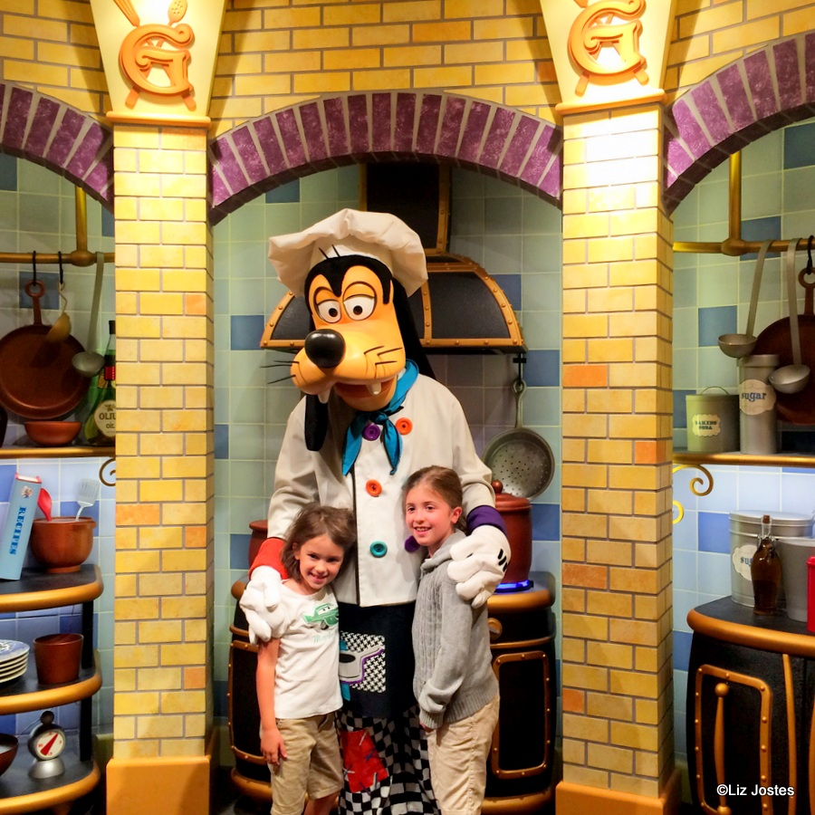 Guest Review Breakfast at Goofys Kitchen at the Disneyland Hotel  the disney food blog