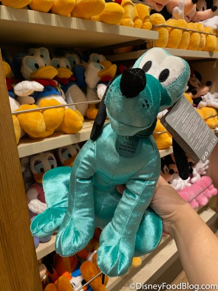 Disneyland 2020 World of Disney Blue Mickey Pink Minnie Teal Pluto 3