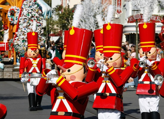 Disneyland-Christmas-Parade-Toy-Soldiers