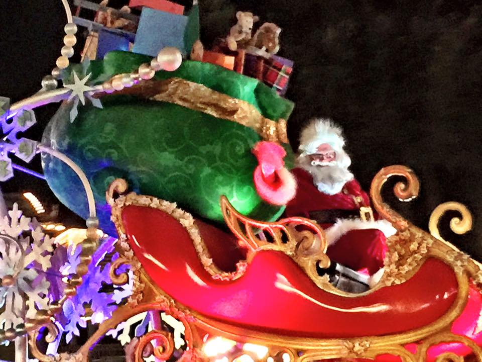 Mickey's-Very-Merry-Christmas-Party-Santa