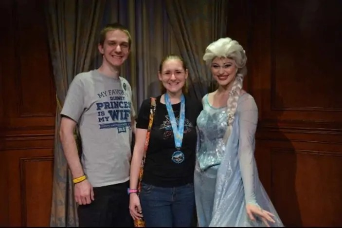 I was finally able to meet Anna and Elsa by grabbing a FP+!
