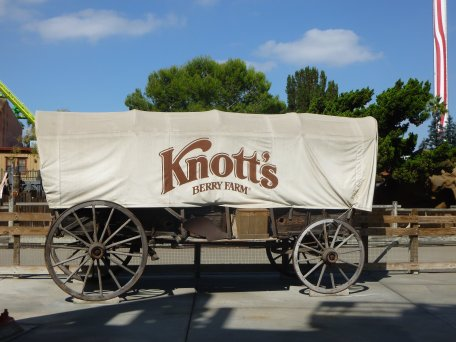 Knott's Berry Farm - Disney in your Day
