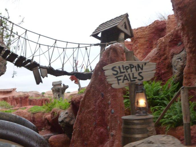 Disney World vs. Disneyland Splash Mountain