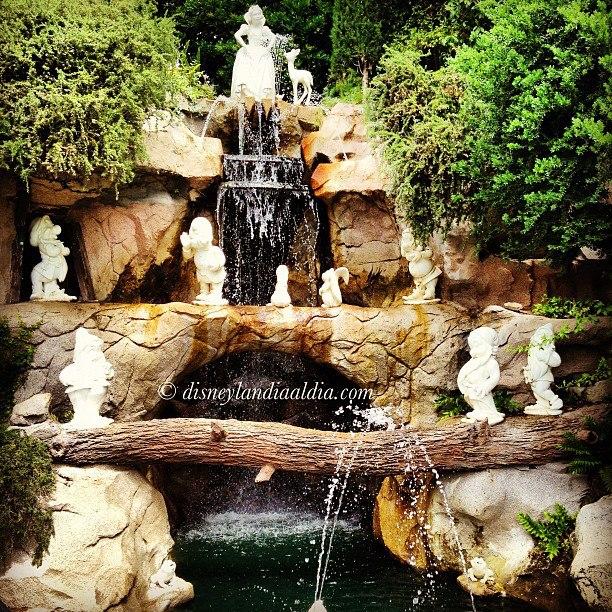 Grota de Blanca Nieves en Disneylandia