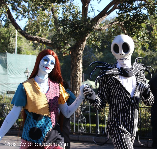 Jack Skellington y Sally en Disneylandia