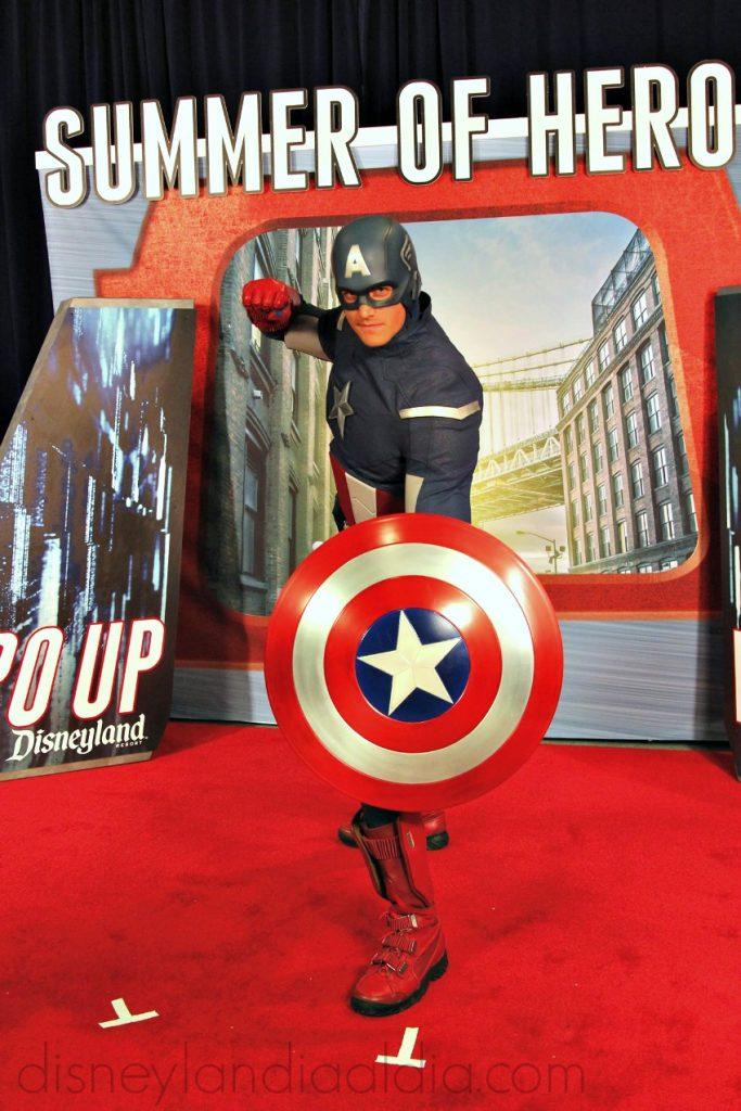 Captain America en Disneylandia