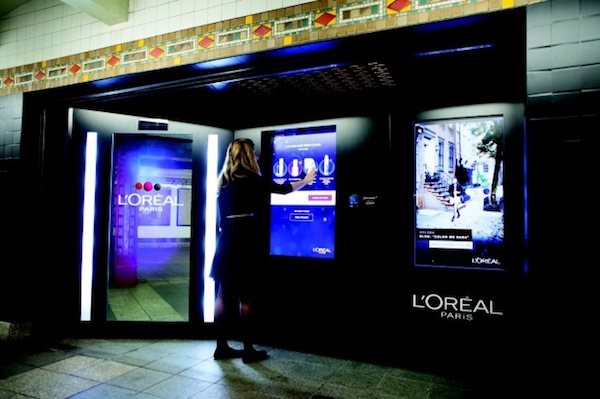 Loreal-makeup-vending-machine-NYC