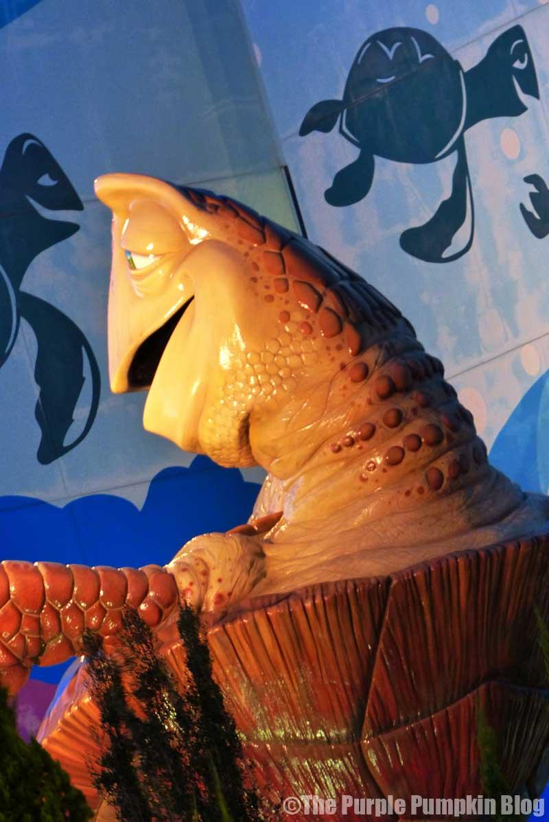 Disney's Art of Animation Resort - Finding Nemo Courtyard - Crush Statue