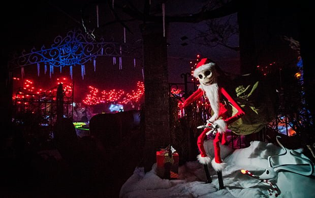 jack-skellington-haunted-mansion-holiday-wide-graveyard-disneyland