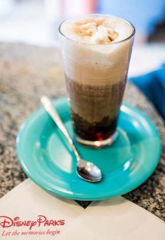beaches-cream-soda-shop-disney-world-epcot-dessert-130