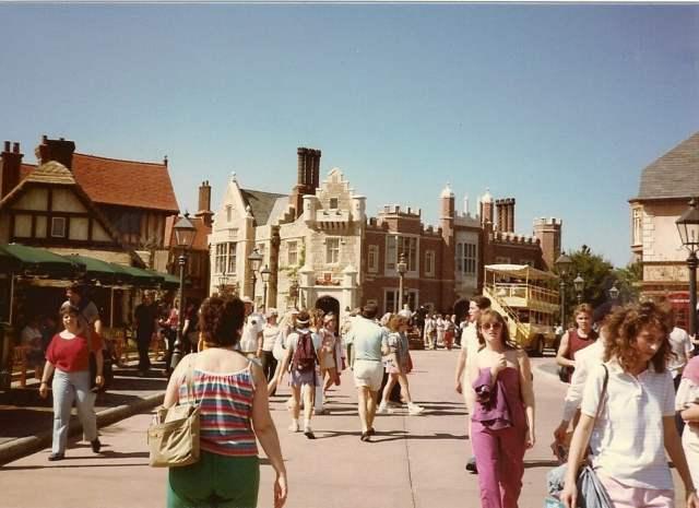 Epcot - UK - 3-24-1985